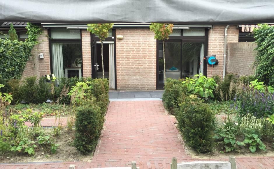 Kleine achtertuin met zon en schaduw terras projecten rieter